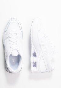 Nike Sportswear - SHOX ENIGMA 9000 - Matalavartiset tennarit - white - 3