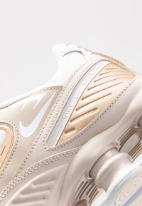 Nike Sportswear - SHOX ENIGMA 9000 - Trainers - desert sand/white/summit white/light soft pink - 2