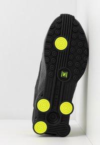 Nike Sportswear - SHOX ENIGMA 9000 - Trainers - dark smoke grey/black/lemon/black - 6