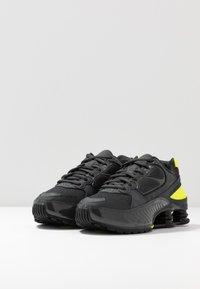 Nike Sportswear - SHOX ENIGMA 9000 - Trainers - dark smoke grey/black/lemon/black - 4