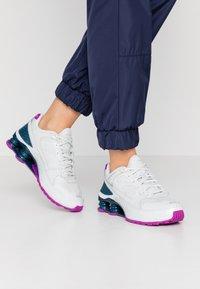 Nike Sportswear - SHOX ENIGMA 9000 - Matalavartiset tennarit - photon dust/reflect silver/valerian blue - 0