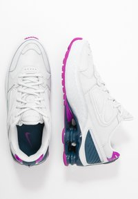 Nike Sportswear - SHOX ENIGMA 9000 - Matalavartiset tennarit - photon dust/reflect silver/valerian blue - 3