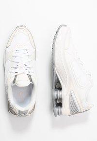 Nike Sportswear - SHOX ENIGMA 9000 - Trainers - phantom/metallic silver/white/pale ivory - 5