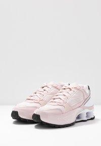 Nike Sportswear - SHOX ENIGMA 9000 - Sneaker low - barely rose/reflect silver/black - 4