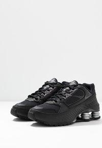 Nike Sportswear - SHOX ENIGMA 9000 - Sneakersy niskie - black/gym red/pure platinum - 4