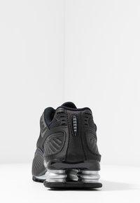 Nike Sportswear - SHOX ENIGMA 9000 - Sneakersy niskie - black/gym red/pure platinum - 5