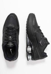 Nike Sportswear - SHOX ENIGMA 9000 - Sneakersy niskie - black/gym red/pure platinum - 3