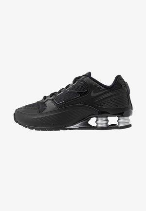 SHOX ENIGMA 9000 - Sneakersy niskie - black/gym red/pure platinum