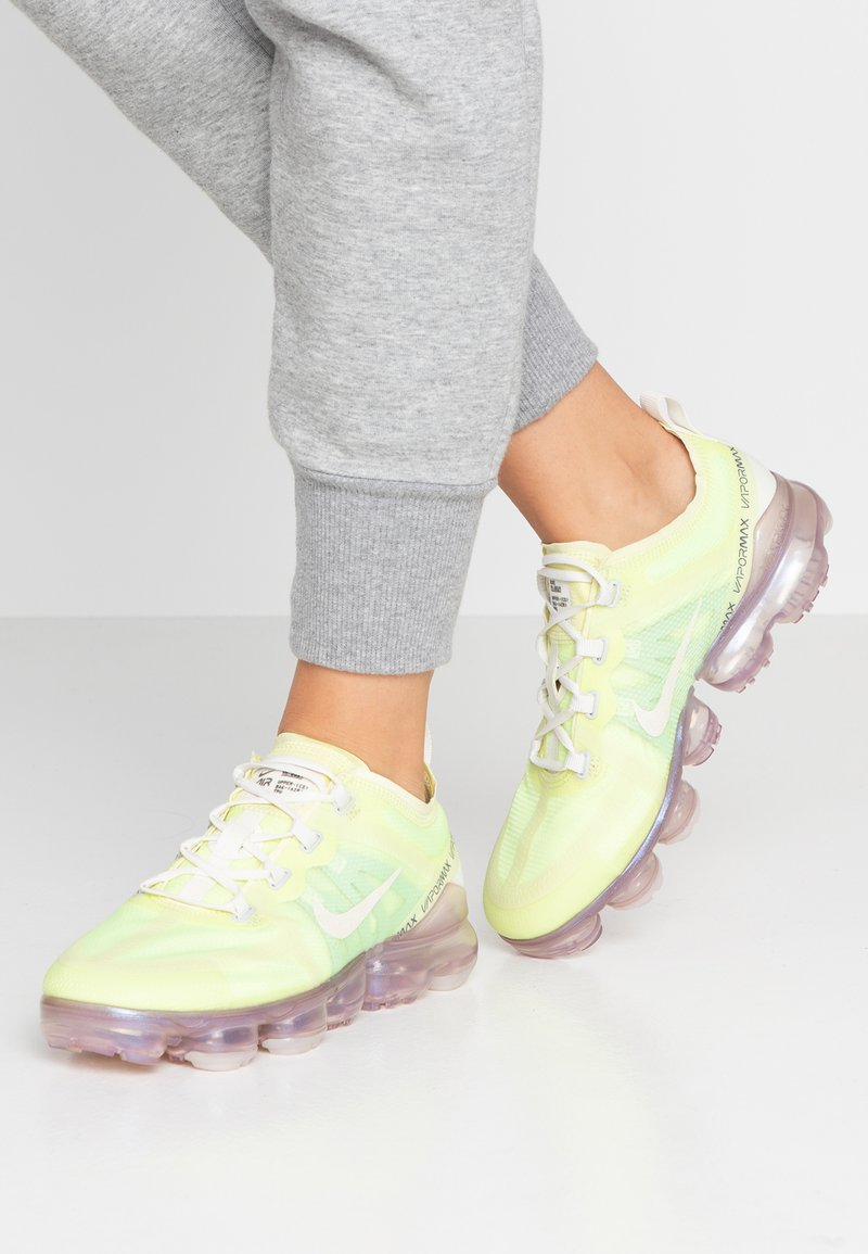Nike Sportswear - AIR VAPORMAX 2019 SE - Sneaker low - luminous green/phantom/metallic sepia stone