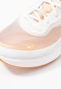 Nike Sportswear - AIR MAX DIA LX - Joggesko - summit white/copper moon - 5