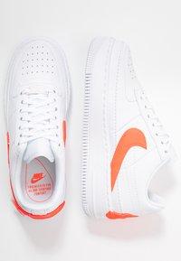 Nike Sportswear - AF1 JESTER - Baskets basses - white/hyper crimson - 3
