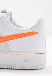 Nike Sportswear - AIR FORCE 1 - Sneakers laag - white/total orange/platinum tint