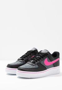Nike Sportswear - AIR FORCE 1 - Sneakers laag - black/pink blast/dark grey/white - 4