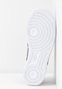 Nike Sportswear - AIR FORCE 1 - Sneakers laag - black/pink blast/dark grey/white - 6