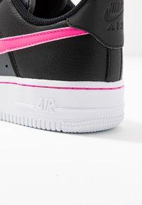 Nike Sportswear - AIR FORCE 1 - Sneakers laag - black/pink blast/dark grey/white - 2