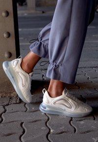 Nike Sportswear - AIR MAX 720 - Sneaker low - summit white/metallic silver - 4