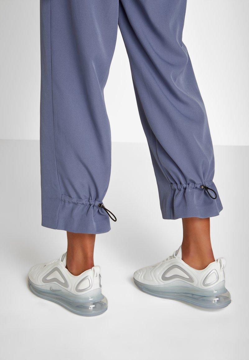 Nike Sportswear - AIR MAX 720 - Sneaker low - summit white/metallic silver