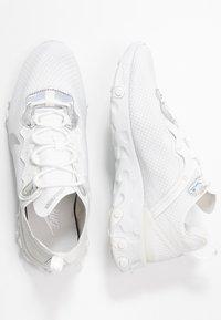 Nike Sportswear - REACT ELEMENT 55 - Tenisky - summit white/metallic silver - 5
