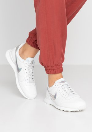 INTERNATIONALIST - Sneaker low - summit white/metallic silver