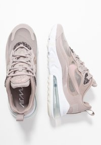 Nike Sportswear - AIR 270 REACT SE - Joggesko - pumice/white - 5