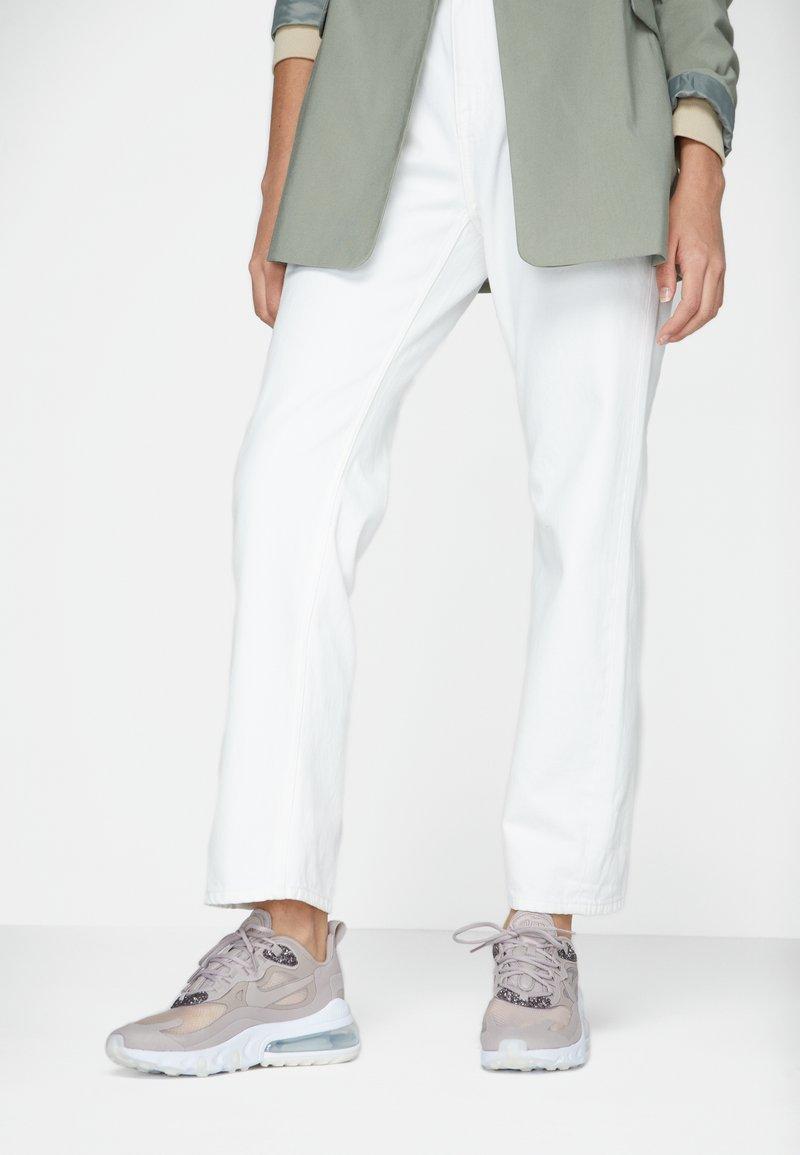 Nike Sportswear - AIR 270 REACT SE - Sneakers laag - pumice/white