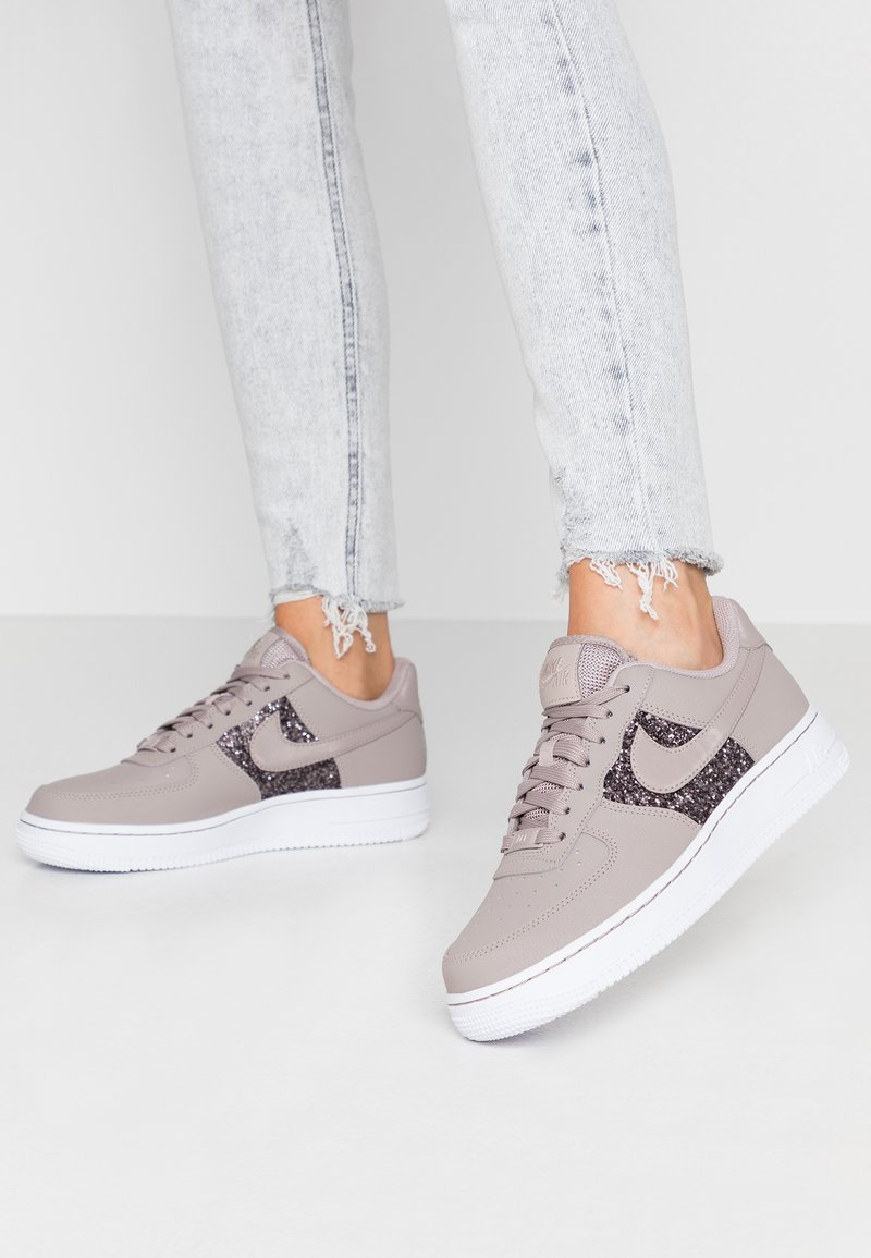 Nike Sportswear - AIR FORCE 1 - Sneakers basse - pumice/white