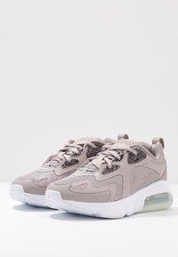 Nike Sportswear - AIR MAX 200 SE - Sneakers - pumice/white - 4