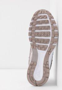 Nike Sportswear - P-6000 SE - Sneakers - pumice/white - 6