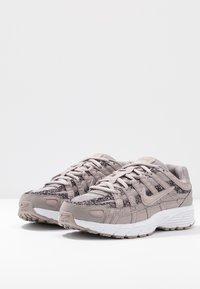 Nike Sportswear - P-6000 SE - Sneakers - pumice/white - 4