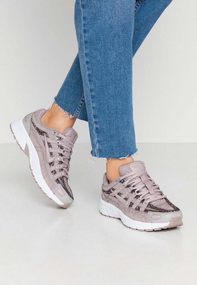 Nike Sportswear - P-6000 SE - Sneakers - pumice/white