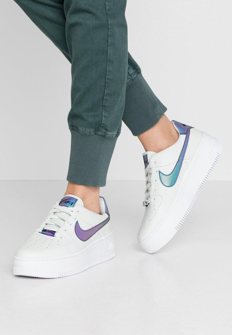 Nike Sportswear - AIR FORCE 1 SAGE - Tenisky - spruce aura/blank/white