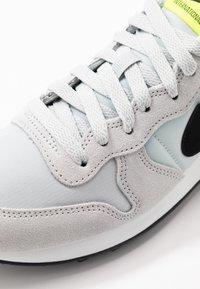 Nike Sportswear - INTERNATIONALIST - Baskets basses - grey fog/black/lemon/summit white - 2