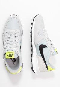 Nike Sportswear - INTERNATIONALIST - Baskets basses - grey fog/black/lemon/summit white - 3