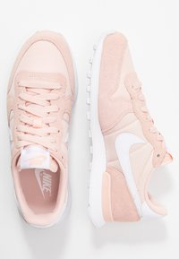Nike Sportswear - INTERNATIONALIST - Trainers - washed coral/white - 3