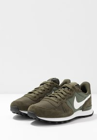 Nike Sportswear - INTERNATIONALIST - Matalavartiset tennarit - cargo khaki/summit white/medium olive/black - 4