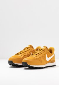 Nike Sportswear - INTERNATIONALIST - Matalavartiset tennarit - gold/phantom black - 4