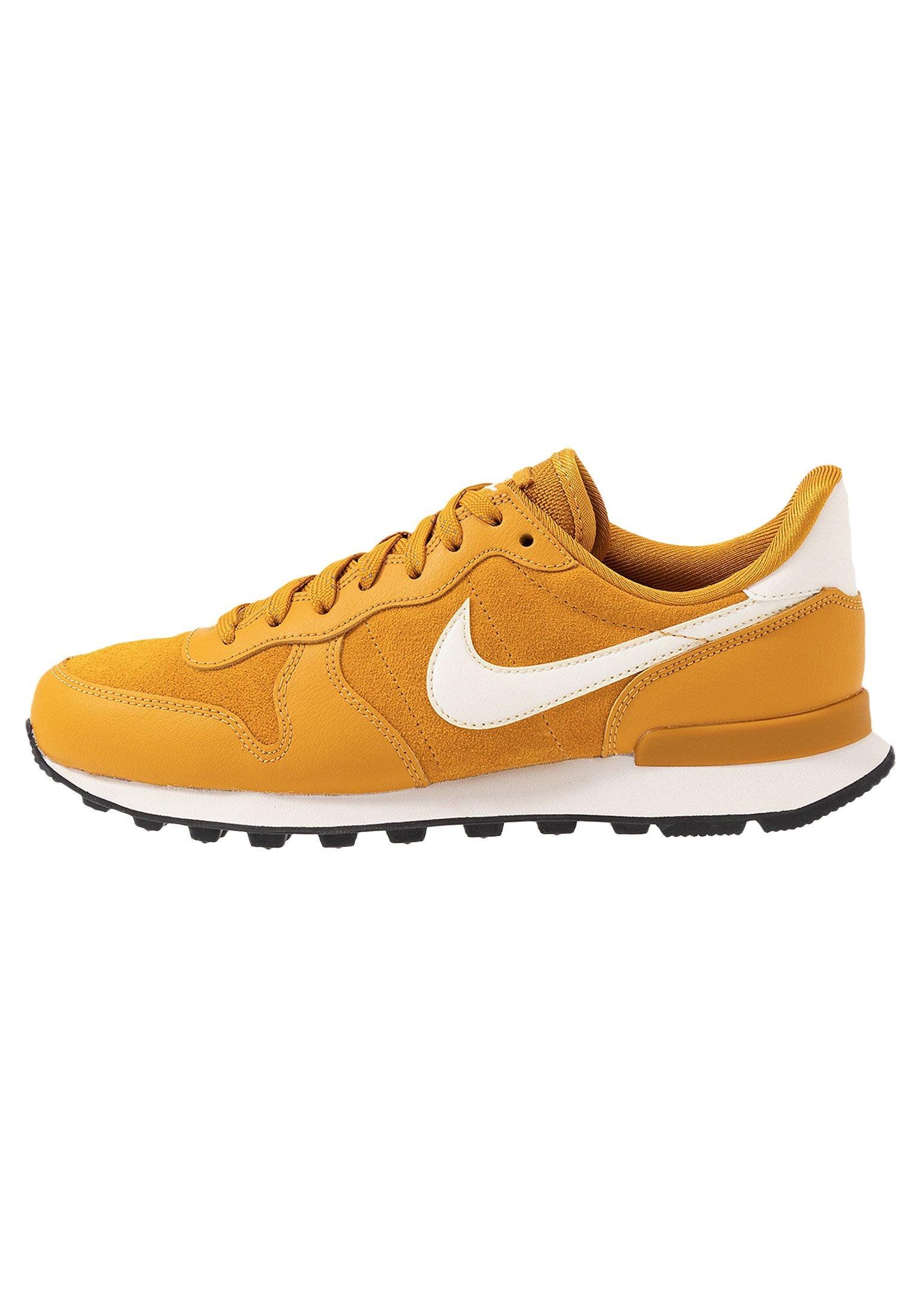 Nike Sportswear INTERNATIONALIST - Sneakersy niskie - gold/phantom black