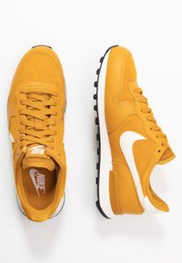 Nike Sportswear - INTERNATIONALIST - Matalavartiset tennarit - gold/phantom black - 3