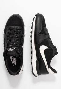 Nike Sportswear - INTERNATIONALIST - Sneaker low - black/phantom - 3