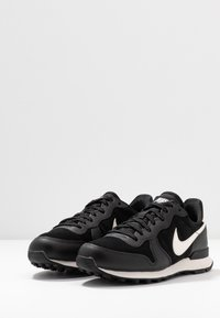 Nike Sportswear - INTERNATIONALIST - Sneaker low - black/phantom - 4