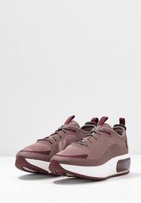 Nike Sportswear - AIR MAX DIA - Zapatillas - plum eclipse/black/night maroon/summit white - 4