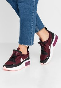 Nike Sportswear - AIR MAX DIA - Sneakers laag - night maroon/bleached coral/black/summit white - 0