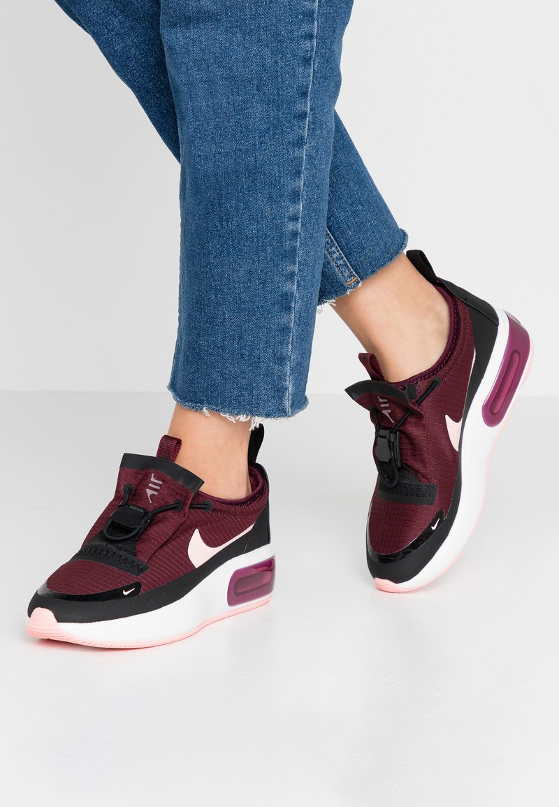 Nike Sportswear - AIR MAX DIA - Sneakers laag - night maroon/bleached coral/black/summit white