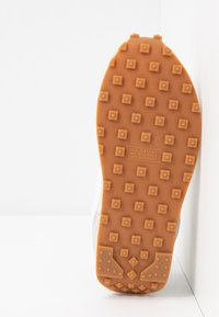 Nike Sportswear - DAYBREAK - Trainers - summit white/white/pale ivory/light smoke grey/med brown - 8
