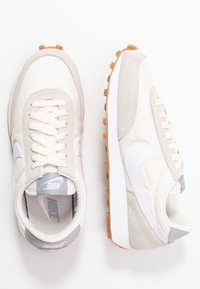 Nike Sportswear - DAYBREAK - Trainers - summit white/white/pale ivory/light smoke grey/med brown - 5