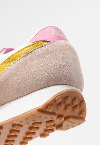 Nike Sportswear - DAYBREAK - Trainers - fossil stone/saffron quartz/summit white/magic flamingo/medium brown - 2