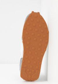 Nike Sportswear - DAYBREAK - Zapatillas - particle grey/summit white/vast grey/vivid purple/laser orange/medium brown - 8