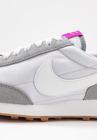 Nike Sportswear - DAYBREAK - Zapatillas - particle grey/summit white/vast grey/vivid purple/laser orange/medium brown - 2