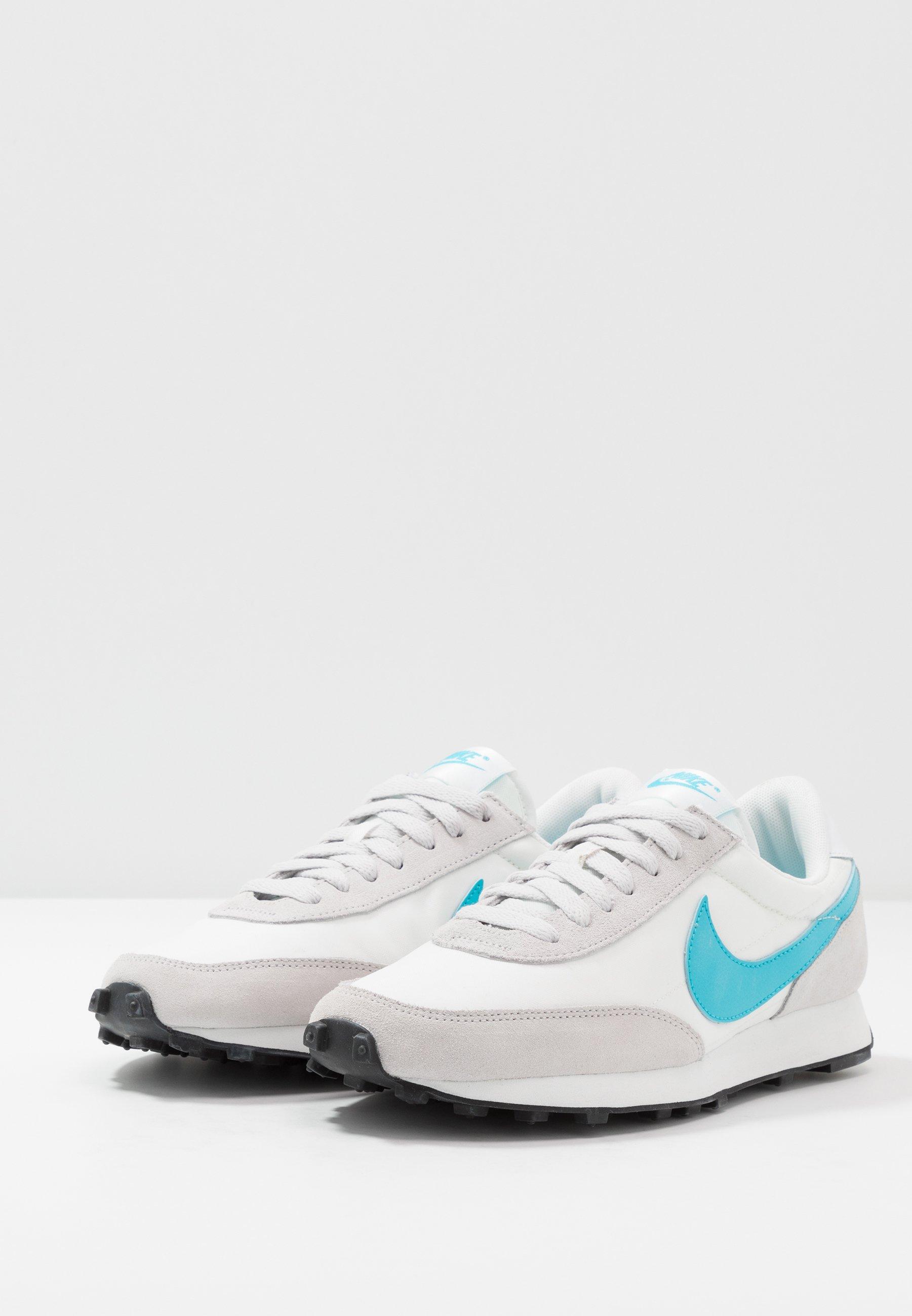 tanio Zniżka Nike Sportswear DAYBREAK - Sneakersy niskie - vast grey/blue fury/summit white/white/black   Obuwie damskie 2020 6GAvw