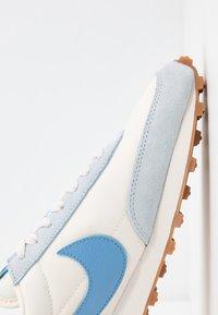 Nike Sportswear - DAYBREAK - Baskets basses - half blue/light blue/pale ivory/phantom/med brown/mystic green - 2